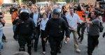 Varios diputados catalanes acceden al Parlament escoltados por la Policía