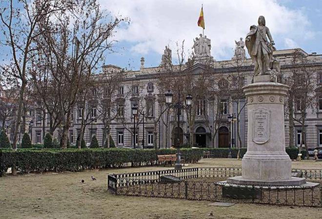 Fachada principal del palacio que es sede del Tribunal Supremo