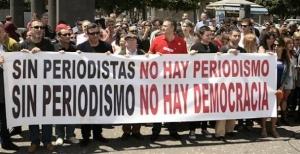 Protesta de periodistas contra la destrucción de empleo en el sector.
