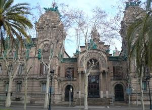 Fachada principal del Tribunal Superior de Justicia de Cataluña.