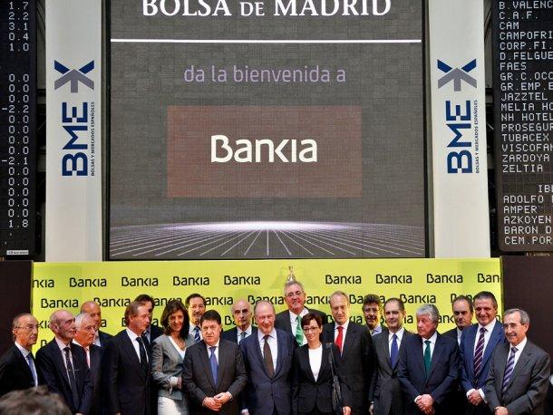 El consejo de administración de Bankia, con Rodrigo Rato en el centro, el día de la salida a bolsa.